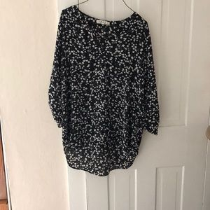 Flowered blouse. Great condition never worn!